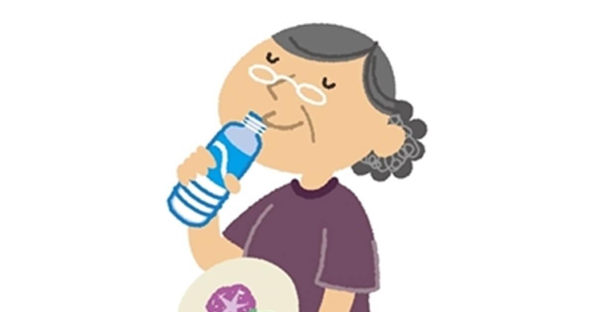 高齢者の水分補給タイミングはいつ?